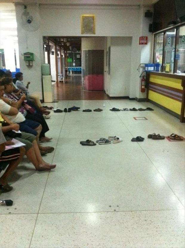 funny-pictures-people-waiting-in-line