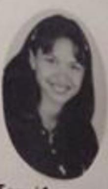Esta es mi foto del Yearbook de Cuarto Año. Parece que estoy en tercer grado.